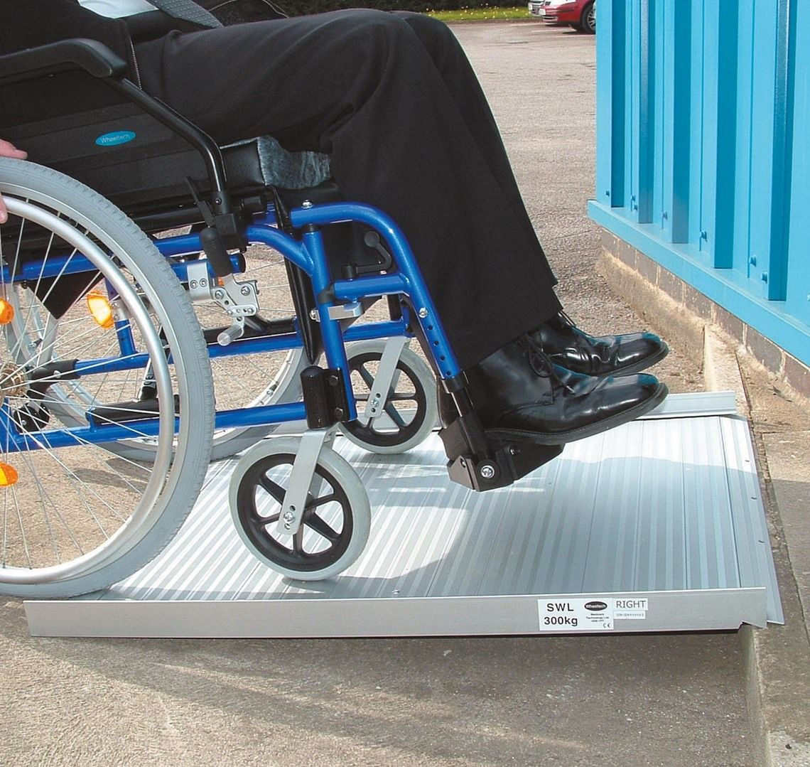 Roll- up aluminium ramps for wheelchairs